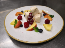 Semifreddo alla pesca e vaniglia con frutta fresca